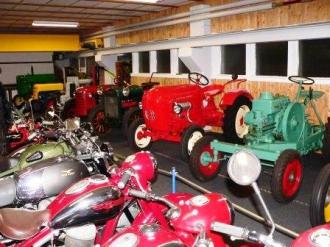 Teilansicht / Museumsteil Motorräder Roller Fahrräder